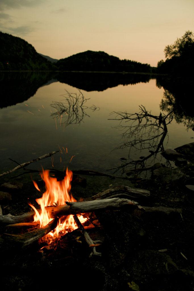 Lagerfeuer in Lappland / Finnland